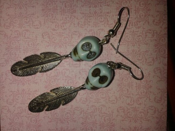 nouvelles boucles d'oreilles têtes de mort!!!!