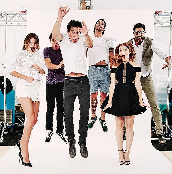 .• • Une nouvelle image issue du shooting du cast de Teen Wolf pour TV Guide Magazine vient de sortir !