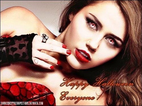 . Miley a fêté Halloween comme il se doit ce week end en se rendant à une grande fête où il y avait entre autre Aly & Aj, Emma Roberts et Zac Efron.Que penses-tu de son déguisement ?.