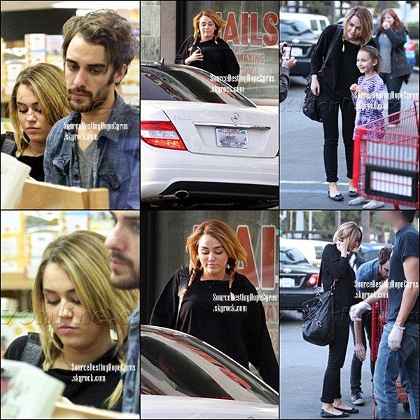 .   09/11-Miley est allée faire ses courses  chez Trader Joe's hier avec Cheyne Thomas.  .