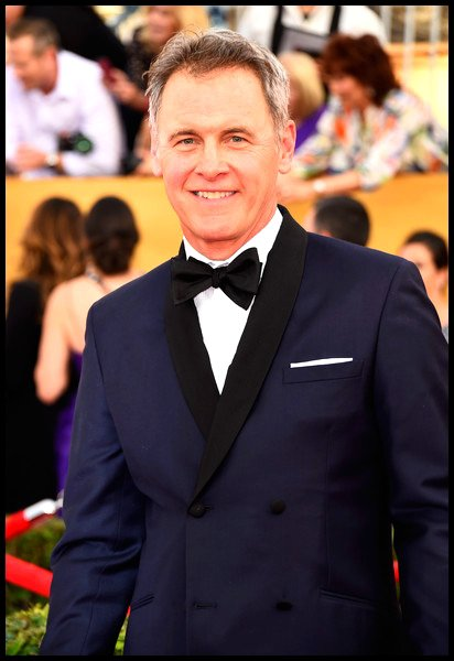 Mark Moses est Paul Young