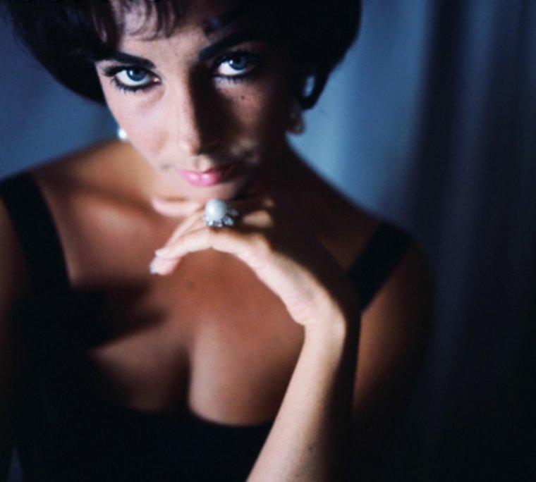 Elizabeth by Douglas KIRKLAND / 1961