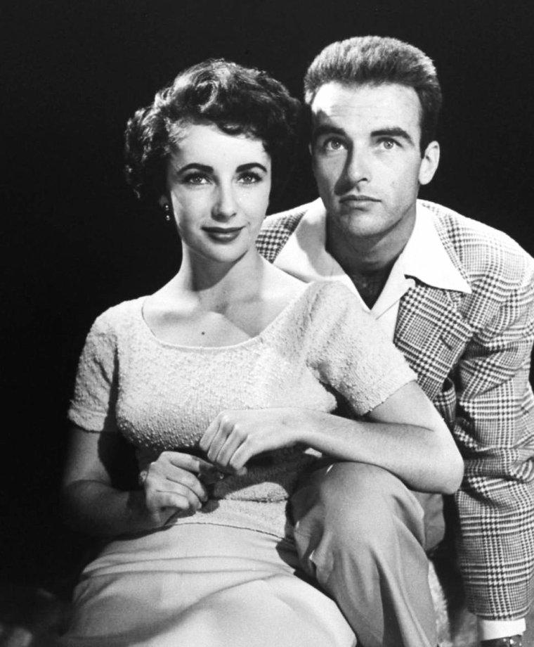 """LA BELLE AMITIEE / Montgomery CLIFT a entretenu, depuis le début des années 1950 jusqu'à sa mort, une sorte d'« amitié amoureuse » avec Elizabeth TAYLOR, amitié qui, en raison de l'homosexualité de l'acteur, est restée un amour platonique. (photos TAYLOR-CLIFT (1951) lors du tournage de """"Une place au soleil"""")."""