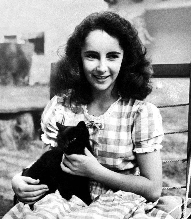 Elizabeth TAYLOR en 1945