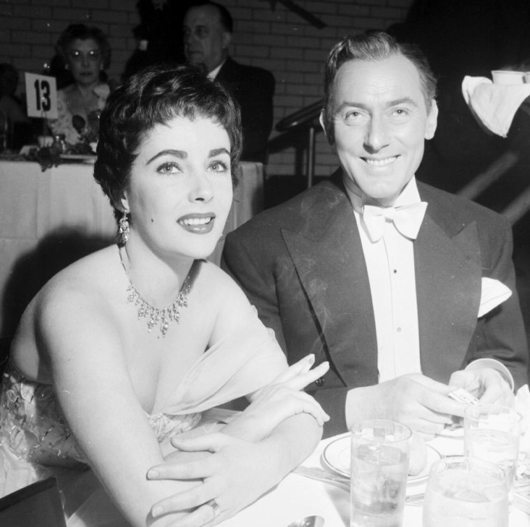 SECOND MARIAGE / Du 21 février 1952 au 26 janvier 1957, avec l'acteur Michaël WILDING (1912-1979) qui est son aîné de 20 ans. De leur union, le couple aura 2 garçons : le 6 Janvier 1953 naîtra Michaël Howard WILDING ; le 27 Février 1955, Christopher Edward WILDING verra le jour. (j'y reviendrai).
