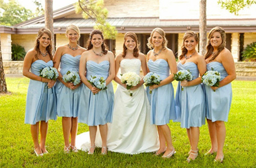 What Colors of  Bridesmaid Dresses can  Make You to be Delicate Bridesmaid ?