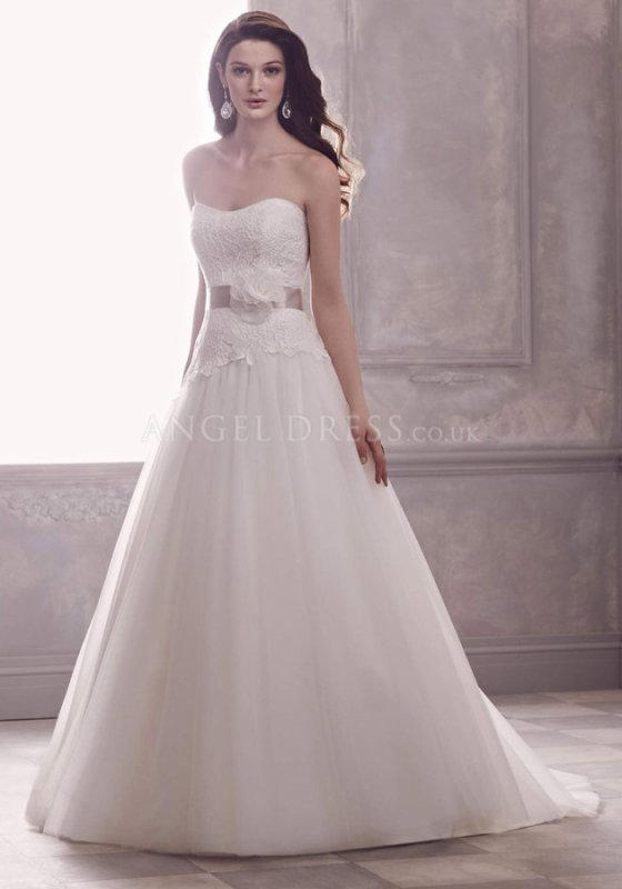Avoid these pitfalls when to select wedding dress 1