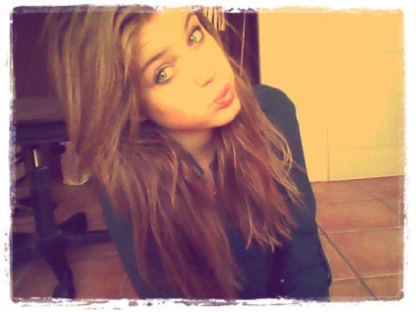 Si une fille amoureuse a les yeux qui brillent c'est seulement parce que ses larmes se préparent à couler ♥