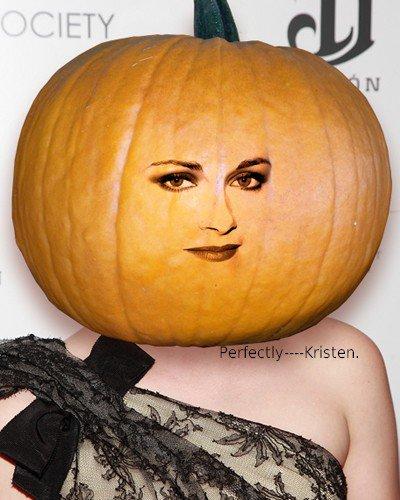 Le site MTV a fait Kristen avec une tête de citrouille à l'occasion d'Halloween. Qu'en pensez-vous?
