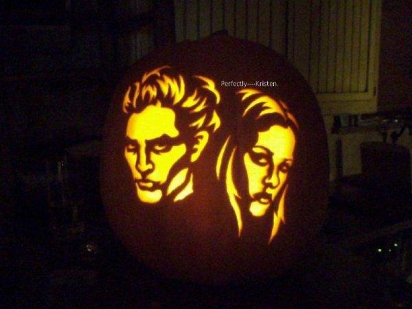 & que pensez-vous de cette citrouille stylisée avec les visages de Robert & Kristen? [ Je trouve ça super réussi! ]