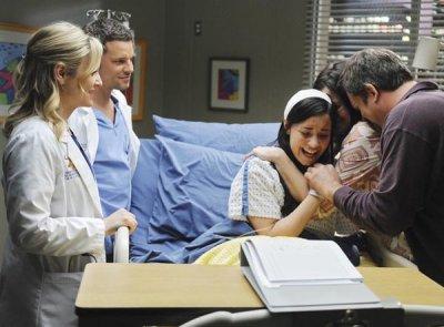 Démi, ses parents , Alex et le chirurgien.