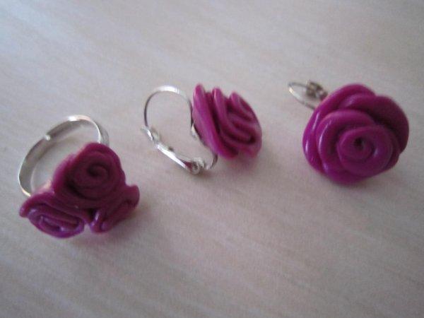 Boucles d'oreilles fuchsia une rose et bague trois petites roses