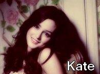 """Oh Kate / Un gars donne 12 roses à une fille,11 vraies et une seule fausse et dit :  """"Je vais t'aimer jusqu'à ce que la dernière rose se fane...!"""" (2012)"""