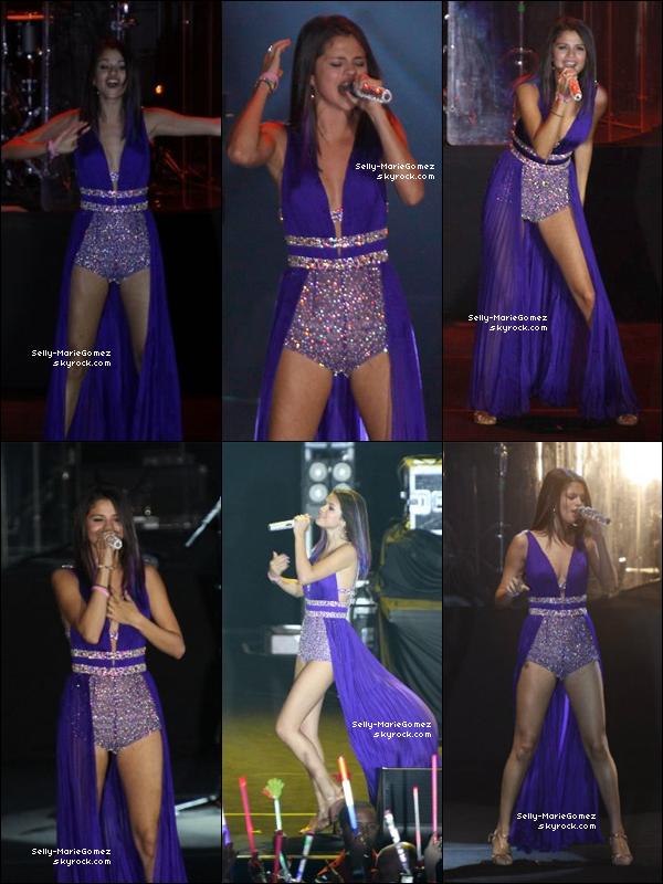 . Selena et son groupe performaient au HSBC Arena à Rio de Janeiro, le 04 février. .