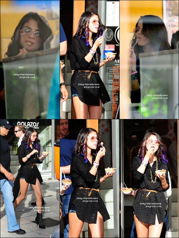 . Selena a été vue en train de manger une glace à Buenos Aires, le 09 février. .