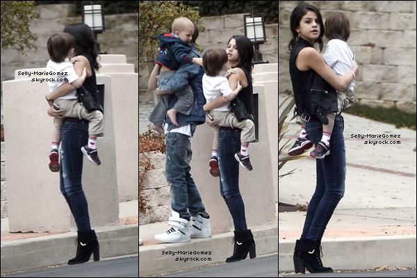 . Selena et Justin étaient au restaurant Benihana à Los Angeles, le 18 février. .
