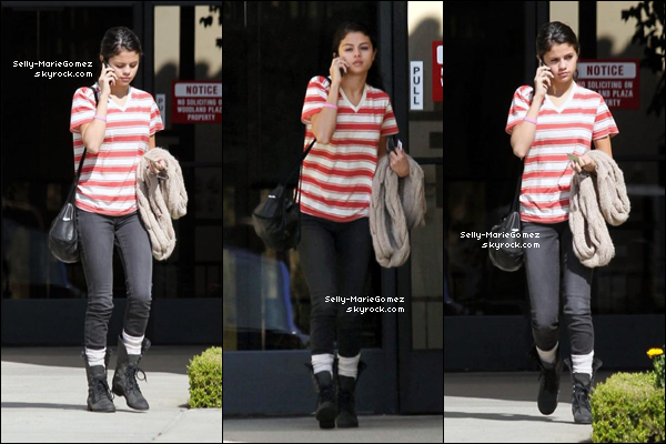 . Selena quittait un bureau à Woodland Hills, le 19 février. .