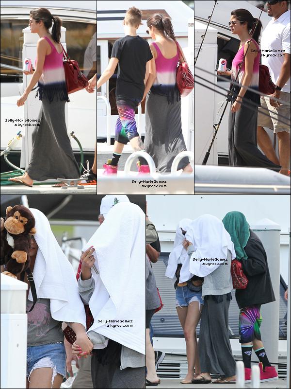 . Selena et Justin étaient à la pêche à St Petersburg en Floride, le 11 mars. .