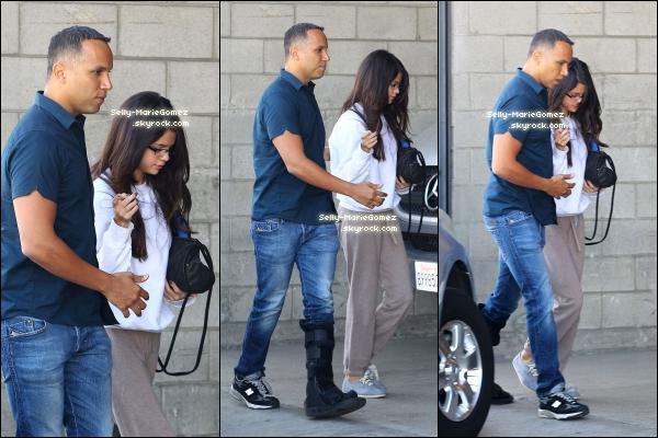. Selena a été vue quittant le salon de coiffure Nine Zero One, le 1er novembre. .