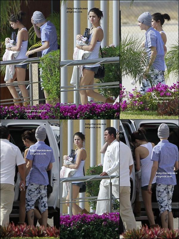 . Selena et Justin ont embarqué pour Mexico où ils ont été photographié en train de monter dans une voiture, le 06 janvier. .