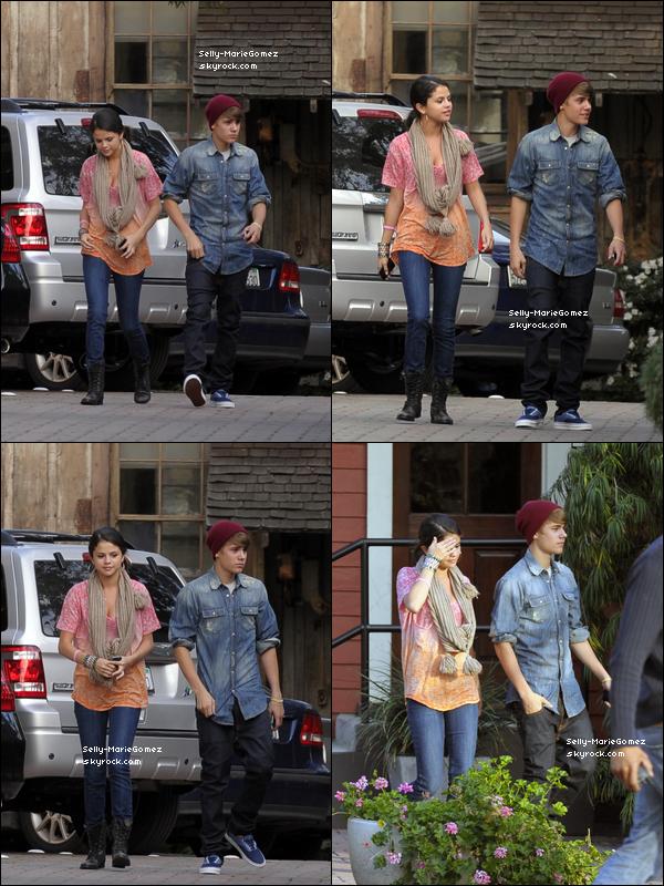. Selena s'est rendue au restaurant à Hollywood avec Justin Bieber, le 10 janvier. .