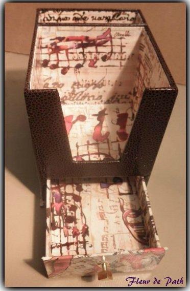 Cartonnage - porte bloc de téléphone