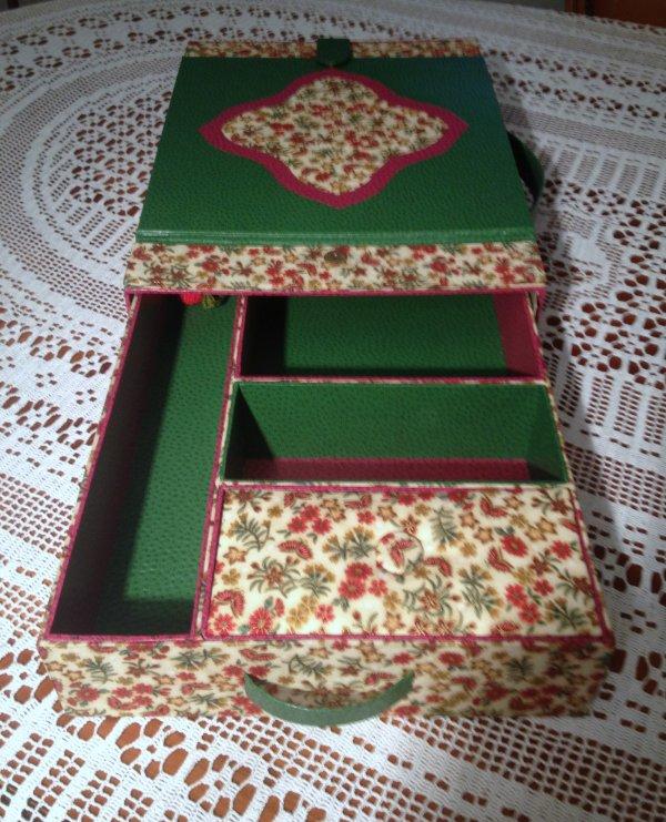 Cartonnage - Lutrin de brodeuse