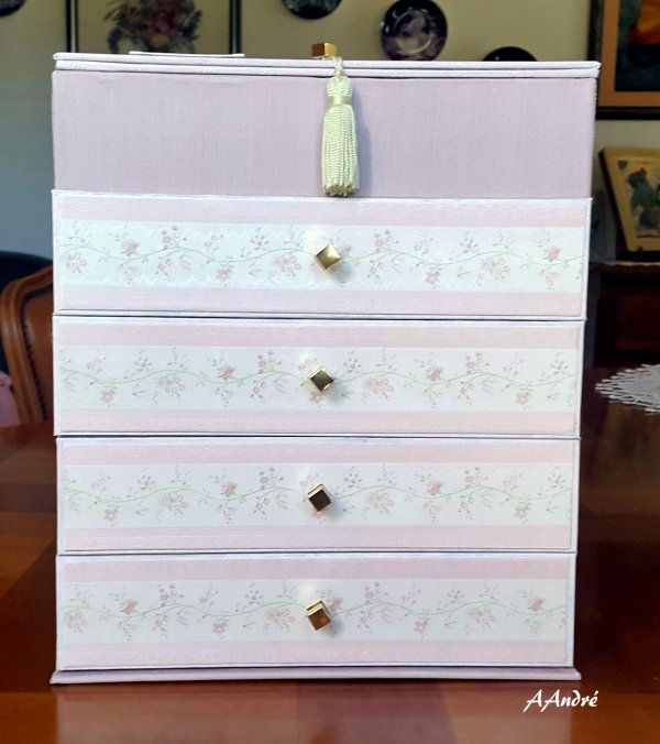 Cartonnage - commode rose