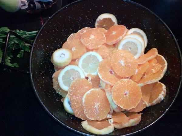 tetes d'artichauts oranges et citrons.(plat pieds noirs)