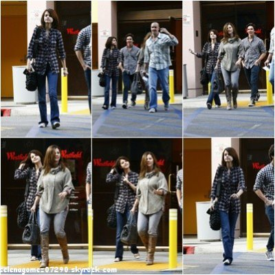 30/10/10: Selena se promenant dans West Village avec ses famille et un ami