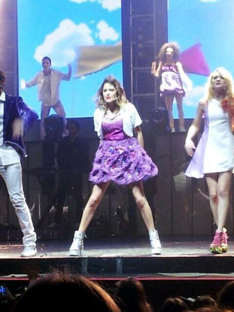 La troupe de Violetta au Grand-Rex pour le spectacle