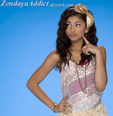 Quand je vais sur le pc je vois Zendaya.Quand je suis sur mon gsm ( portable ) je vois Zendaya.Quand je suis dans ma chambre je vois Zendaya.Quand je vais n'importe ou je vois Zendaya elle sera dans ma tête et elle le sera à jamais !