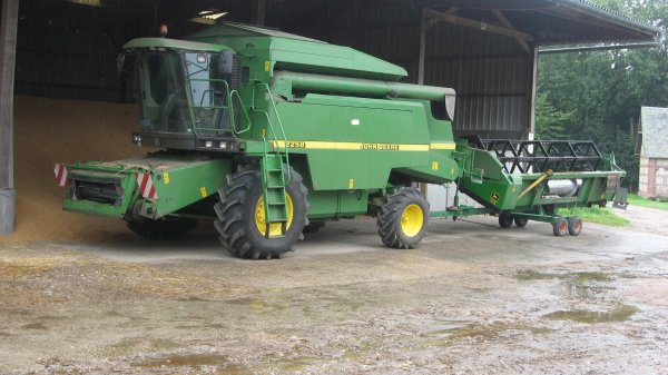 moissoneuse batteuse john deere 2258