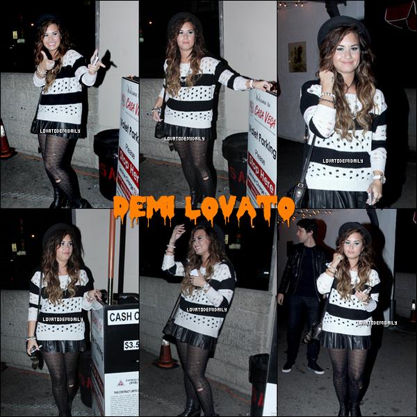 10/11/2011 : Demi a été repérée quittantle restaurant mexicain  Casa Vega.  Ton avis sur sa tenue TOP / FLOP ?