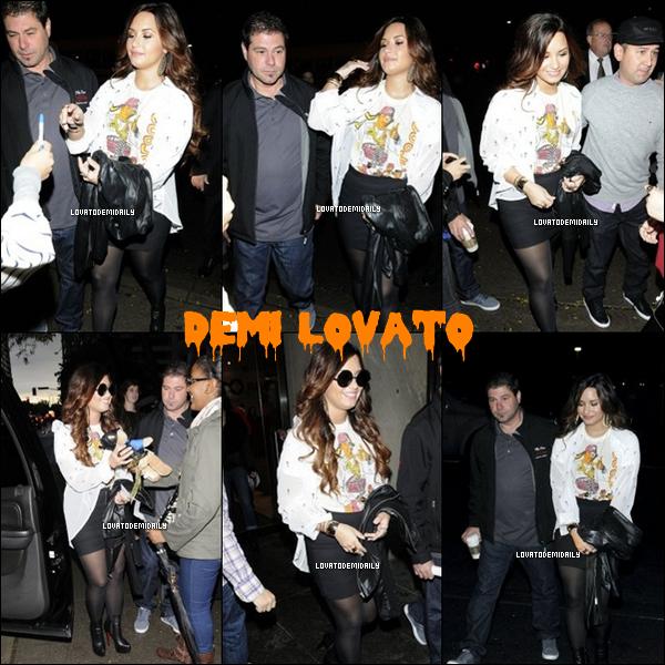 14/11/2011 : Demi a était vu sortant de la radio « Roz and Mocha Show ».  Ton avis sur sa tenue TOP / FLOP ?