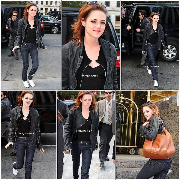 ● FlashBack : Kristen étais à New-York, le 20 novembre 2008 !  Vraiment, elle mérite un TOP ! Jean, tee-shirt noir & veste en cuir ; du Kristen tout crachée sa !