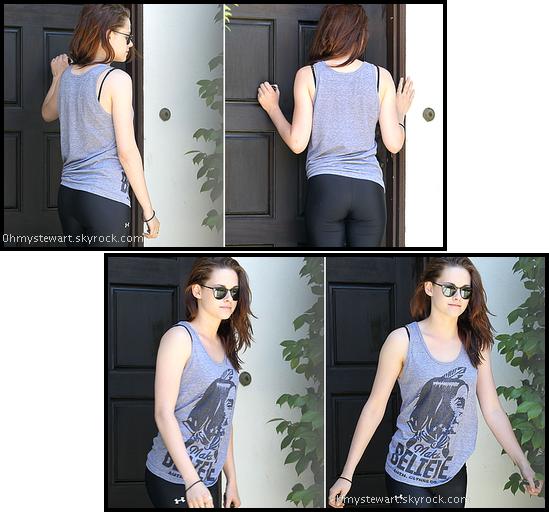 Le 28 juin 2011, Kristen se rend à un cours de yoga à L.A. Je pense pas qu'elle a besoin de faire du sport.
