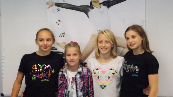les filles a la braderie !! :)
