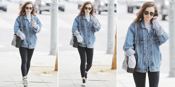 09/04/2017: Lily a été vue alors qu'elle quittait son cours de gym habituel, à West Hollywood. Lily porte une tenue de sport classique, son sweat a l'air pas mal et sa veste en jean est top. Une jolie tenue!