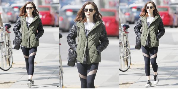11/04/2017: Lily a été vue alors qu'elle quittait son cours de gym habituel, à West Hollywood. Lily porte encore une tenue de sport, mais j'aime toujours autant son legging, cependant je ne suis pas très fan de son manteau..
