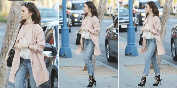 14/04/2017: Lily a été vue alors qu'elle se rendait à un restaurant, à Los Angeles. Je suis totalement fan de la tenue que porteLily! Gros coup de c½ur pour ses chaussures et sa veste, ainsi que ses accessoires!