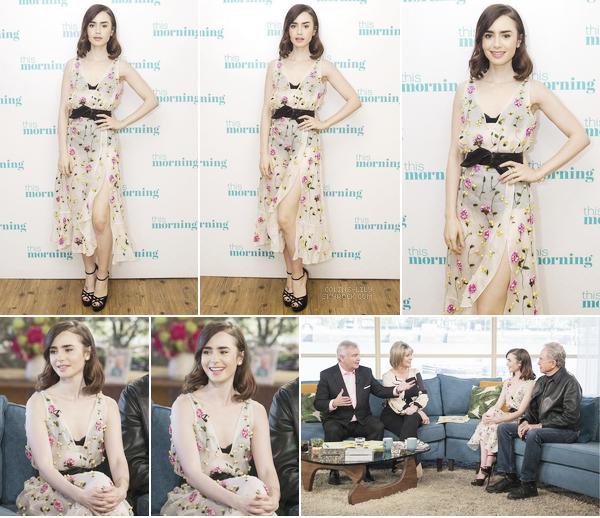 18/04/2017: Lily s'est rendue sur le plateau du talk-show « This Morning », à Londres. Lily portait une superbe robe fleurie, qui lui va très bien. Elle était ravissante!