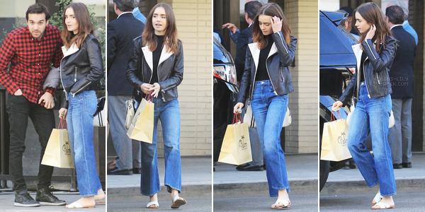 08 DÉCEMBRE 2017: Lily a été vue devant le restaurant The Palm, à Beverly Hills. J'aime beaucoup la tenue de notre Lily, seul bémol pour les chaussures.. C'est un top tout de même.
