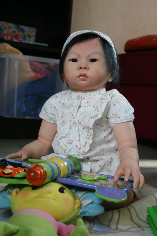 Et voici Li-an la jumelle de Mei-li mais un peu plus mât de peau.