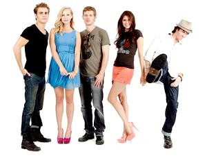 24 Juillet 2011 - Paul Wesley en ce dernier jours quitant le Comic Con en compagnie de sa femme Torrey