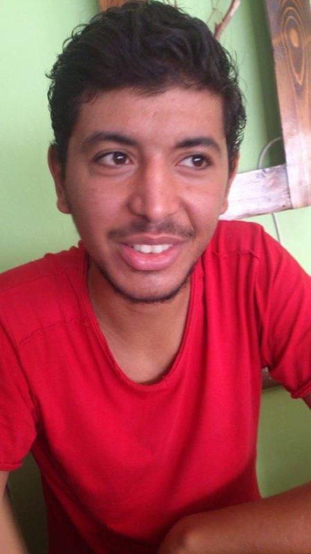 :) pose café