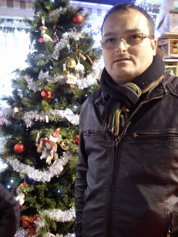 moi au marché de noël à Paris
