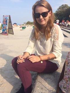 Salut moi c'est Kornelia, j'ai 17 ans d'origine polonaise