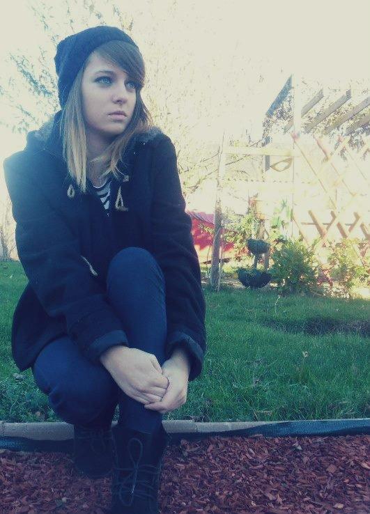 Boire pour oublier. Fumer pour décompresser. Pleurer pour se vider. Crier pour se soulager. Ecrire pour guérir. Raconter pour s'exprimer. Regarder pour apprécier. Rigoler pour profiter. Embrasser pour prouver. Réfléchir pour regretter . Aimer pour souffrir . Puisqu'il faut vivre pour mourir.