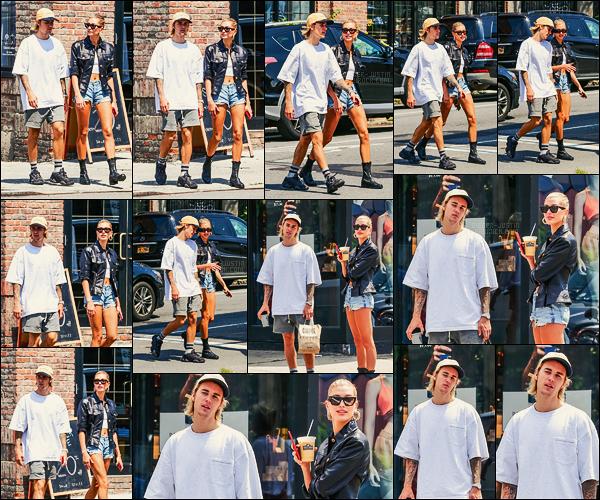 28/07/18 - Justin Bieber accompagné d'Hailey Baldwin ont été repérés dans les rues de New York City.J'aimais bien la tenue de nos deux amoureux qui s'accordaient bien. Ils ont fait quelques emplettes nourritures et cafés... Ca a l'air de roulé entre eux !
